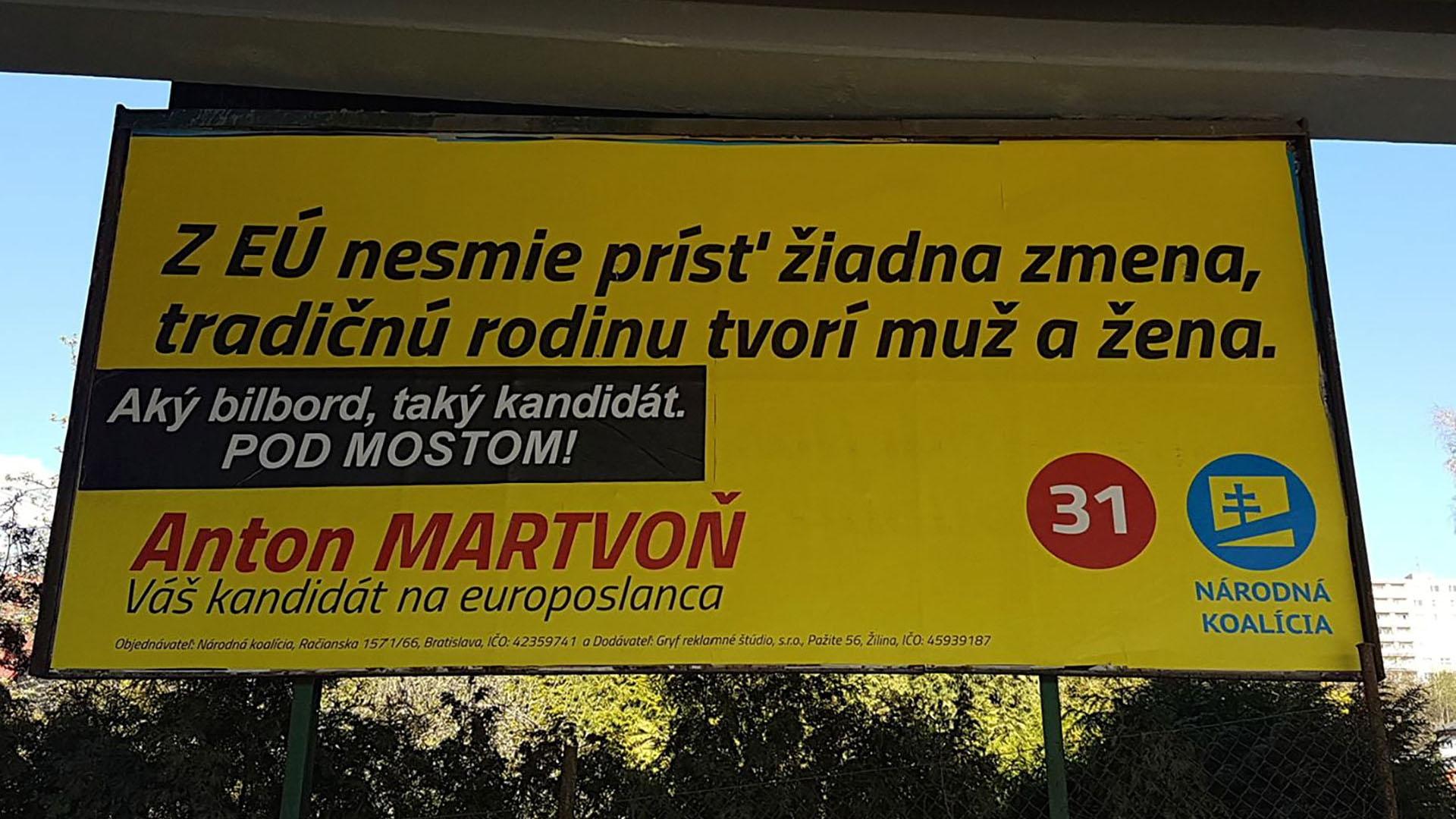 Podpredsedovi Národnej koalície Martvoňovi poškodili dve desiatky bilbordov